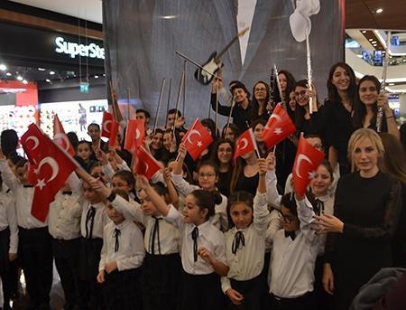 piazza-avm-10-kasim-anma-etkinligi-2  - piazza avm 10 kasim anma etkinligi 2 - Samsun Piazza'dan anlamlı sürpriz: Atatürk şarkılarla anıldı!