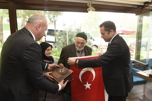 - tekkekoy belediyesi sehitler haftasi etkinligi 6 629x420 - Başkan Togar ile Kaymakam Öztürk şehit aileleri ile bir araya geldi