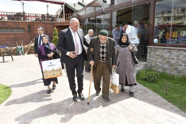 - tekkekoy belediyesi sehitler haftasi etkinligi 9 629x420 - Başkan Togar ile Kaymakam Öztürk şehit aileleri ile bir araya geldi