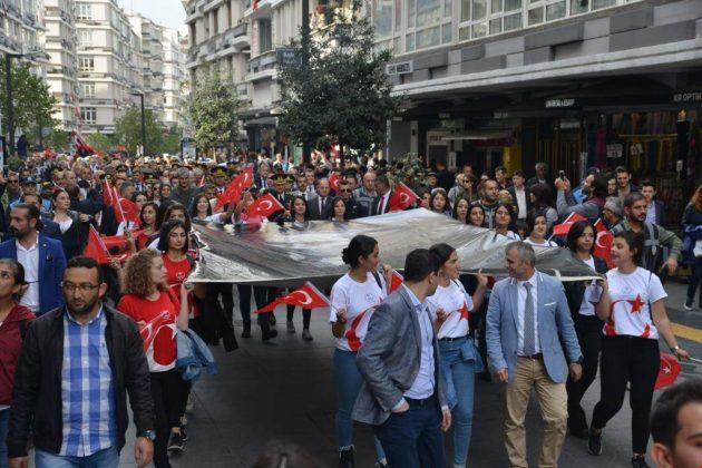 - samsun 29 ekim cumhuriyet yuruyusu 10 630x420 - Samsunlular, Cumhuriyet Yürüyüşüne yoğun ilgi gösterdi