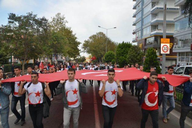 - samsun 29 ekim cumhuriyet yuruyusu 2 630x420 - Samsunlular, Cumhuriyet Yürüyüşüne yoğun ilgi gösterdi