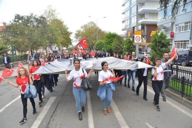 - samsun 29 ekim cumhuriyet yuruyusu 3 630x420 - Samsunlular, Cumhuriyet Yürüyüşüne yoğun ilgi gösterdi