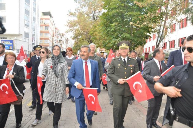 - samsun 29 ekim cumhuriyet yuruyusu 5 630x420 - Samsunlular, Cumhuriyet Yürüyüşüne yoğun ilgi gösterdi