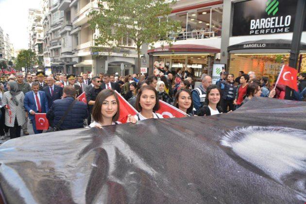 - samsun 29 ekim cumhuriyet yuruyusu 9 630x420 - Samsunlular, Cumhuriyet Yürüyüşüne yoğun ilgi gösterdi