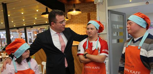 Atakum Down Kafe'de 9 melek yüzlü iş başı yaptı…