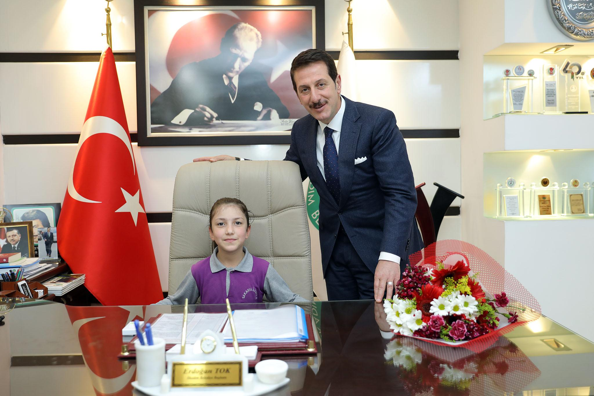 - 23 makam 2 - İlkadım Belediye Başkanı Tok, koltuğunu Minik Rana'ya devretti…