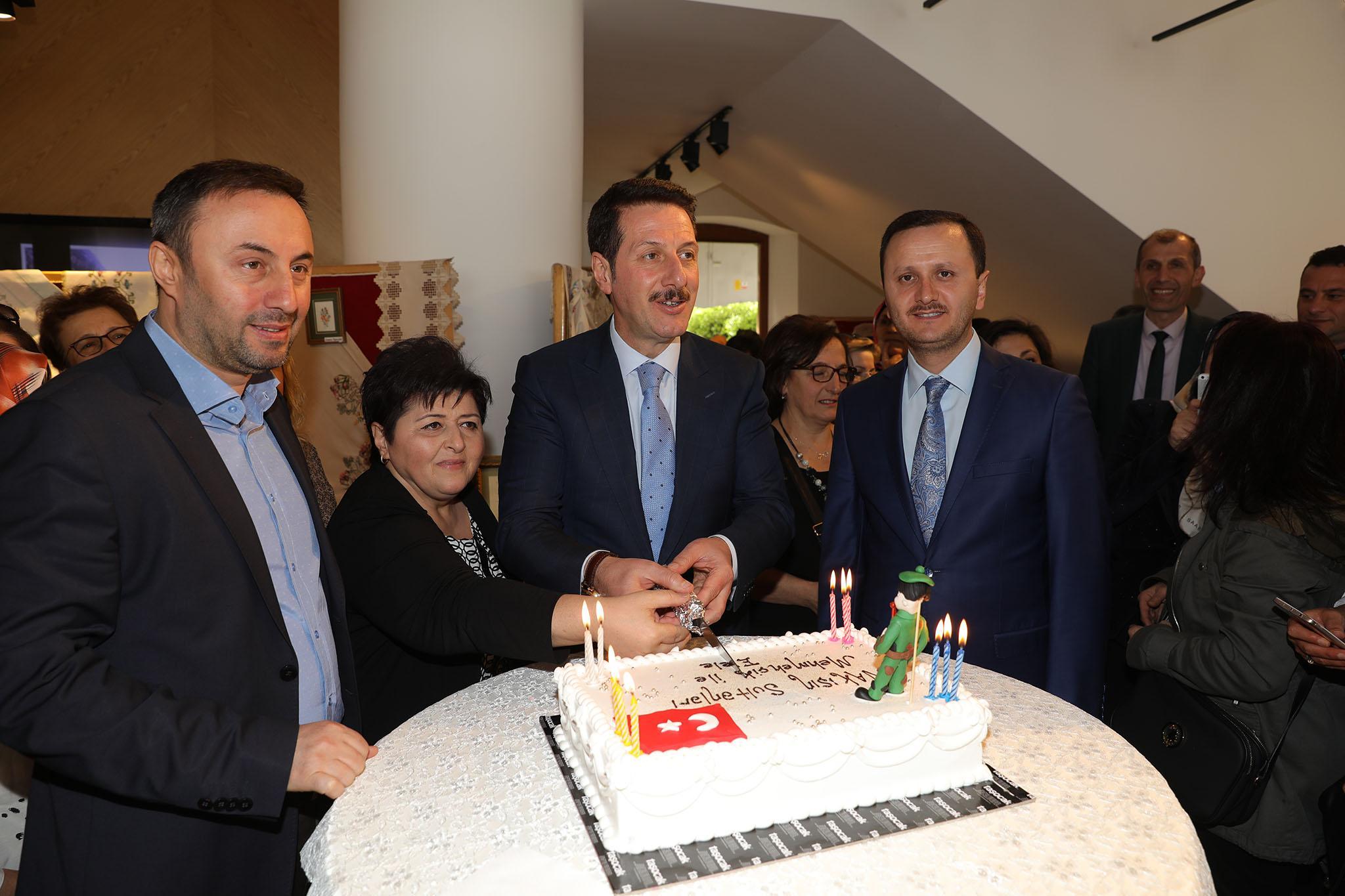 - 3R2A1731 - 'Nakış Sultanları Mehmetçikle el ele' sergisi açıldı