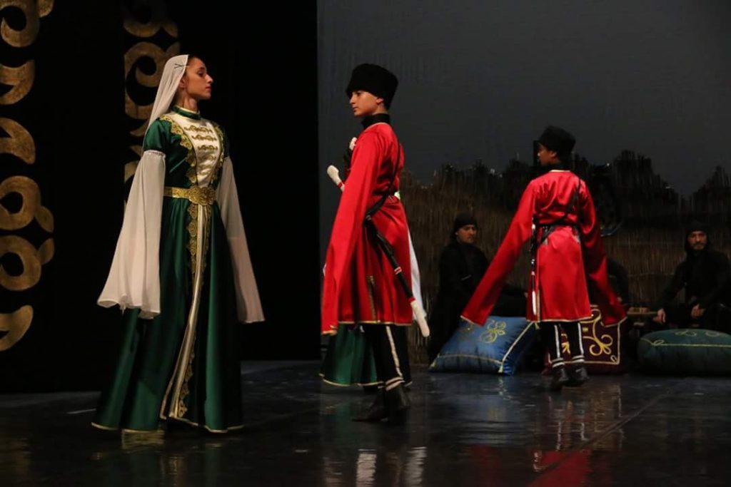 """- cerkes 3 - """"Elbrus'un Sesi"""" Kafkas Halk Dansları Topluluğu Samsun'da"""