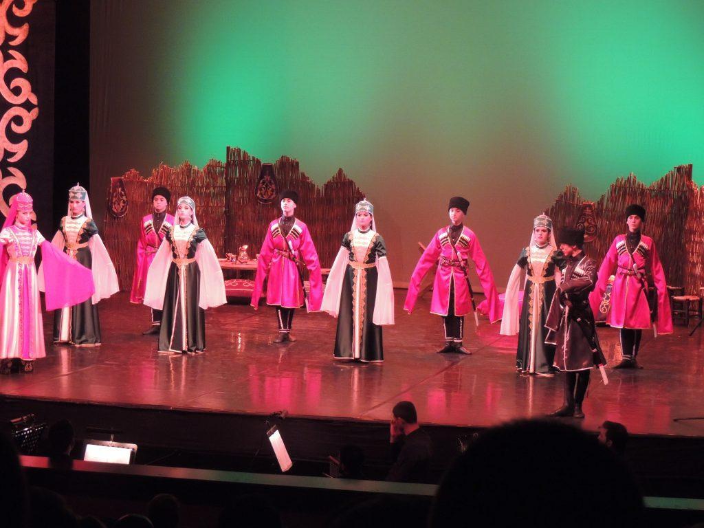 """- cerkes - """"Elbrus'un Sesi"""" Kafkas Halk Dansları Topluluğu Samsun'da"""
