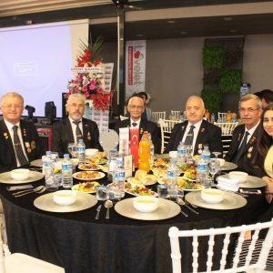 - lovelet iftar programi 2 300x300 - Lovelet ailesi iftar yemeğinde buluştu