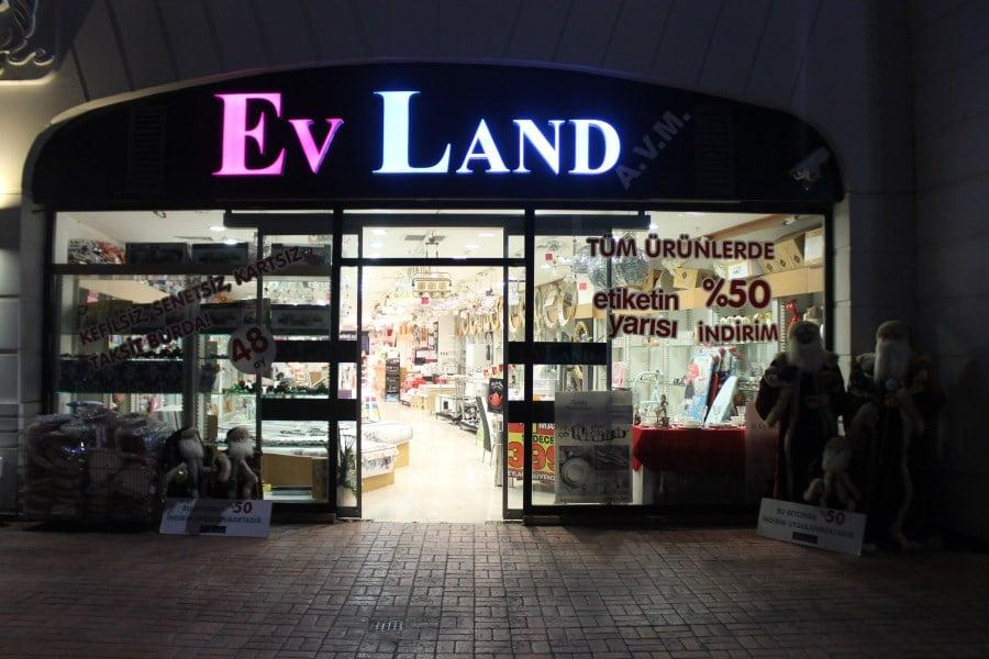 Lovelet Evland