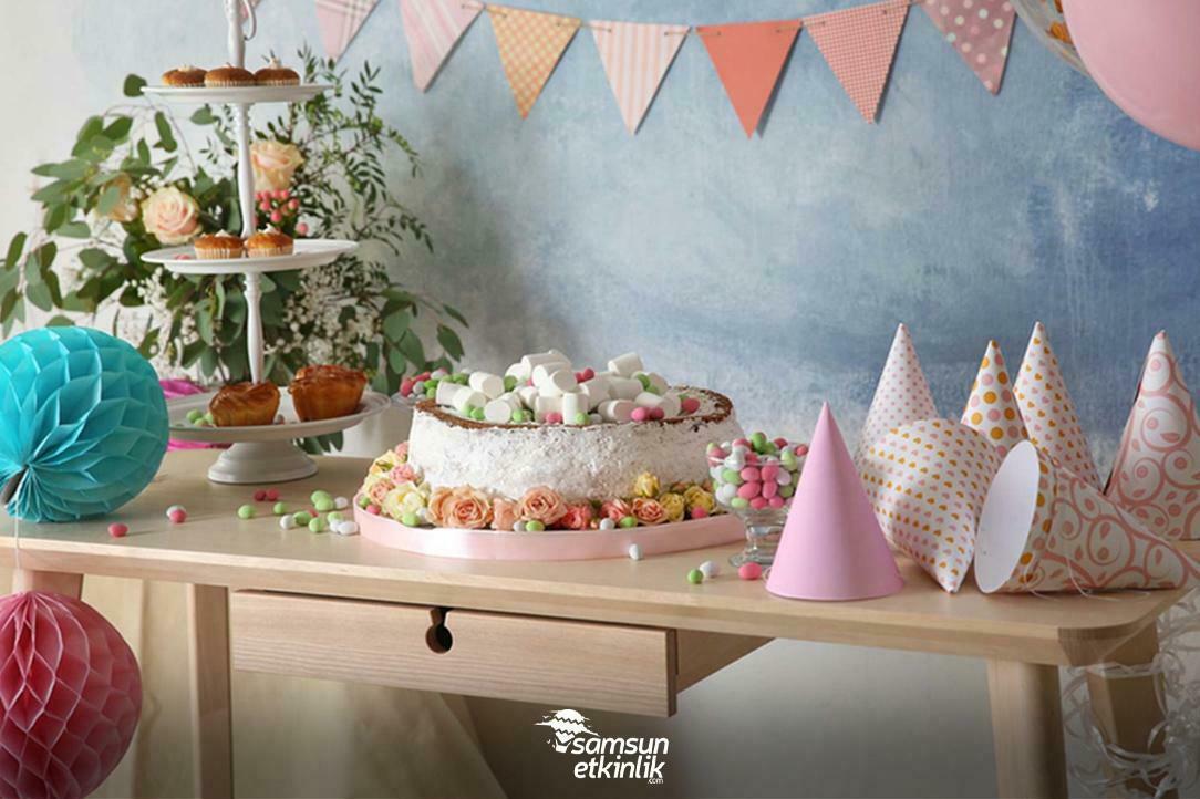 Doğum Günü Süslemesi ve Tavan Modelleri Arasındaki İlişki